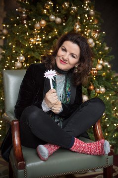 Deirdre O'Kane steps out for Christmas Sock Day 2017